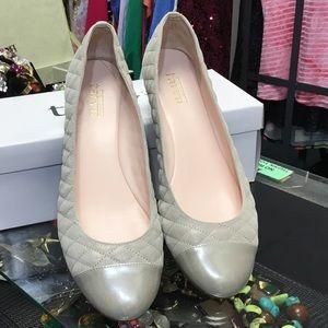 Taryn Rose Shimmering closed toe flats